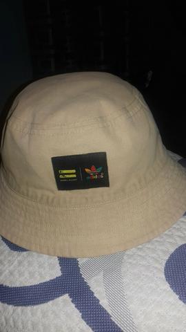 Vendo chapeu bucket da adidas original f24b6d58c07