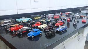 Coleção de miniaturas: carros, motos e aviões