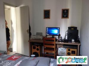 Apartamento com 3 dormitórios com 2 banheiros.