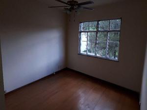 Apartamento em Teresópolis na Várzea, quarto e sala