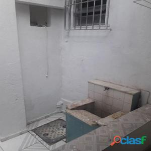 Casa de vila, 2 qts quintal esquina 28 de set(Vila isabel)