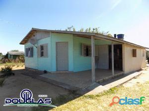 Casa fora de condomínio em lugar de fácil acesso