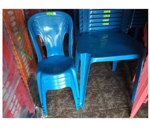 Jogo de mesas e cadeiras plástica modelo bistrô