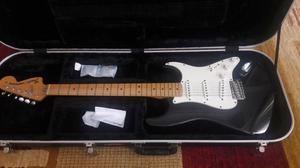 Guitarra Fender Stratocaster Re-Edição anos 70