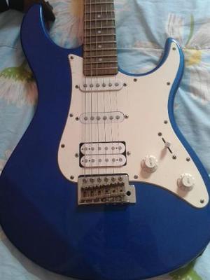 Guitarra Yamaha e pedaleira por Violão
