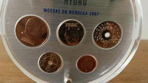 Lote de 10 moedas, 5 da Grécia e 5 da Noruega