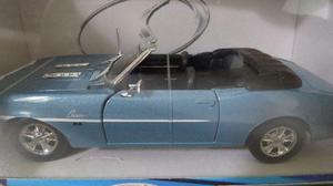 Miniatura Chevrolet Camaro SS Conversível 1:24 azul Maisto