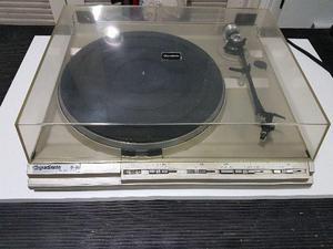 Toca discos vintage direct drive Gradiente modelo D35