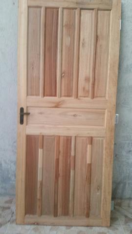 Torro porta de madeira