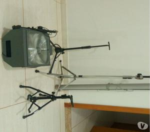 Assessórios 2 pedestais violão um microfone, retroprojetor