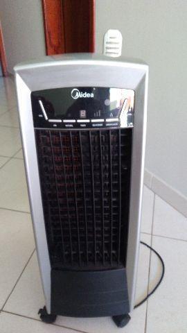 Climatizador de ar Midea com controle remoto