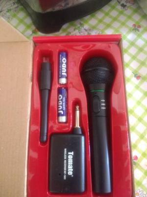 Microfone sem fio tomate
