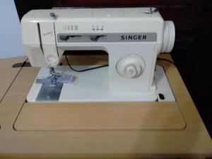 Máquina de Costura Singer Versátil 2 com Gabinete e Pedal.