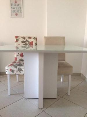 Jogo de mesa com 4 cadeira em laca branco com tampo de vidro