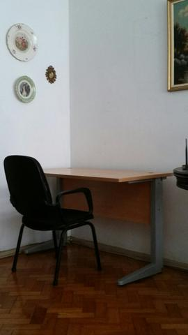 Mesa de estudos com cadeira