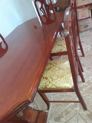 Mesa de jantar c 6 cadeiras
