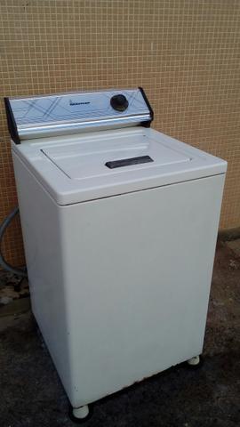 Maquina de lava roupas