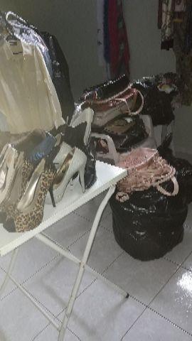 Roupas e diversas peças para loja de brechó