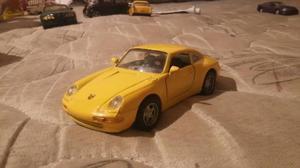 Porsche 911 carrera maisto escala 1/36