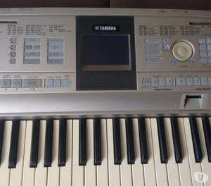 Vendo ou troco Piano Digital DGX  teclas-prox.xPSR 550