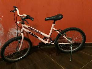 Vende se bicicleta feminina