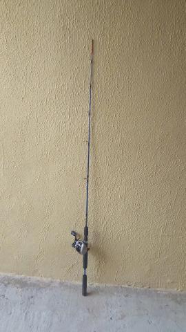 Vendo vara de pesca com carretilha nova