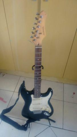 Vendo Guitarra Em bom estado usada poucas Vezes Valor 500
