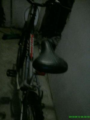 Vendo uma bicicleta feminina de macha valor