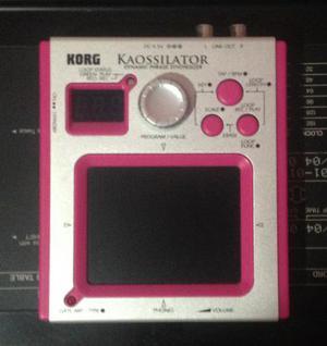 Korg Kaossilator Pink sintetizador com caixa e manual