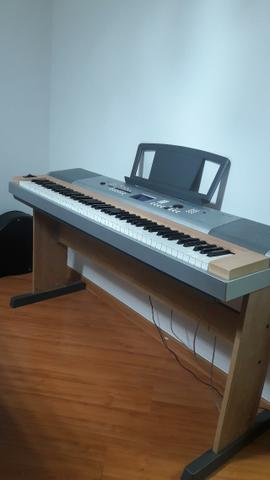 Piano Arranjador Yamaha Portable Grand DGX-630