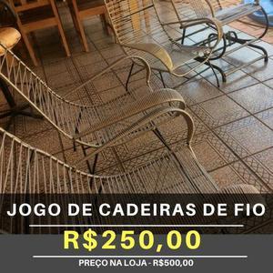 Conjunto de cadeiras de fio
