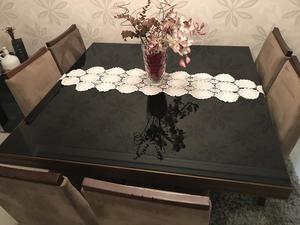 Mesa de Jantar com cadeiras acolchoadas
