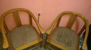 Vendo 2 cadeiras lindas madeira por 150