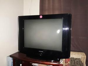 TV de tubo + rack de madeira