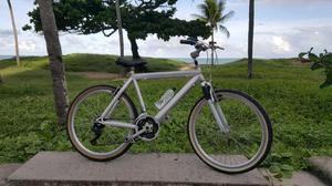 Bicicleta toda alumínio, pouco usada.