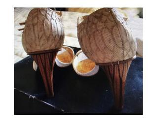 sandalia verniz creme com couro de crocodilo salto n10 nova.