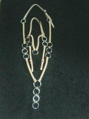 Traia feita com cordinha e argola de inox