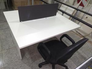 Monte seu escritório com mesas de alto padrão sem ter que