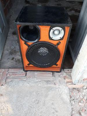 Vendo uma caixa de som com alto falante de 12