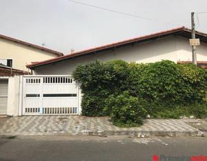 Casa pronta para morar; excelente localização e
