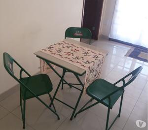 Vendo Poltrona e mesa de apoio