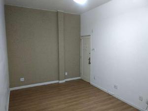 Apartamento com 2 Quartos à Venda, 67 m² por R$ 660.000
