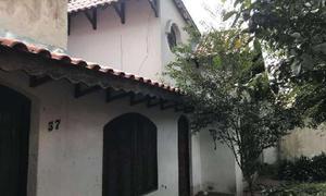 Casa com 3 Quartos à Venda, 196 m² por R$ 420.000