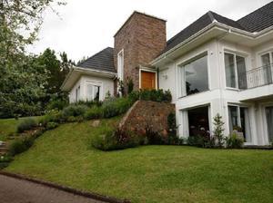Casa de Condomínio com 3 Quartos à Venda, 399 m² por R$
