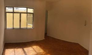 Apartamento com 3 Quartos para Alugar, 85 m² por R$