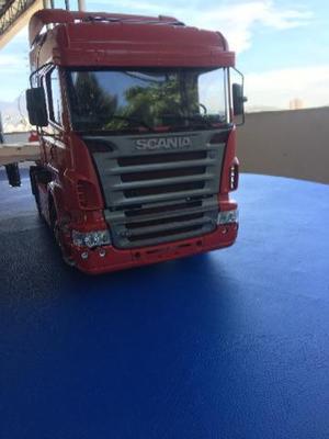 Caminhão Tamiya Scania R620 + carreta + controle