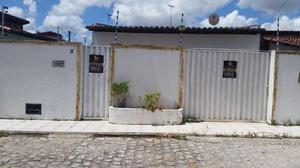 Casa com 2 Quartos para Alugar, 90 m² por R$ 550/Mês