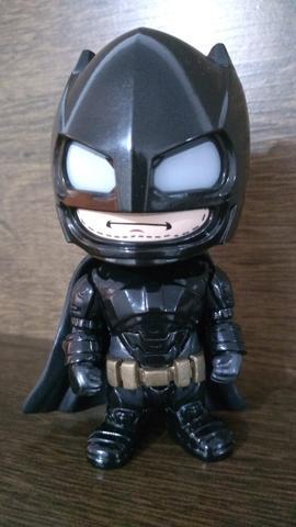 Colecionável Batman Armored - Batman vs Superman