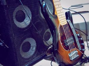 Vendo contra baixo Luthier music man