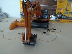 Trator Escavadeira de Controle Remoto Movimentos Reais Huina